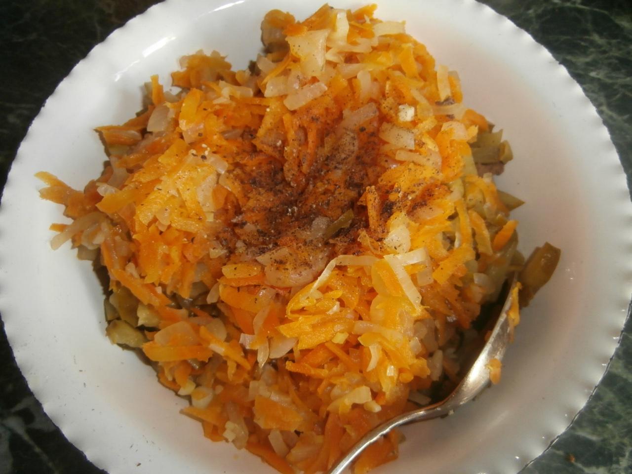 Салат из куриной печени и солеными огурцами рецепт пошагово