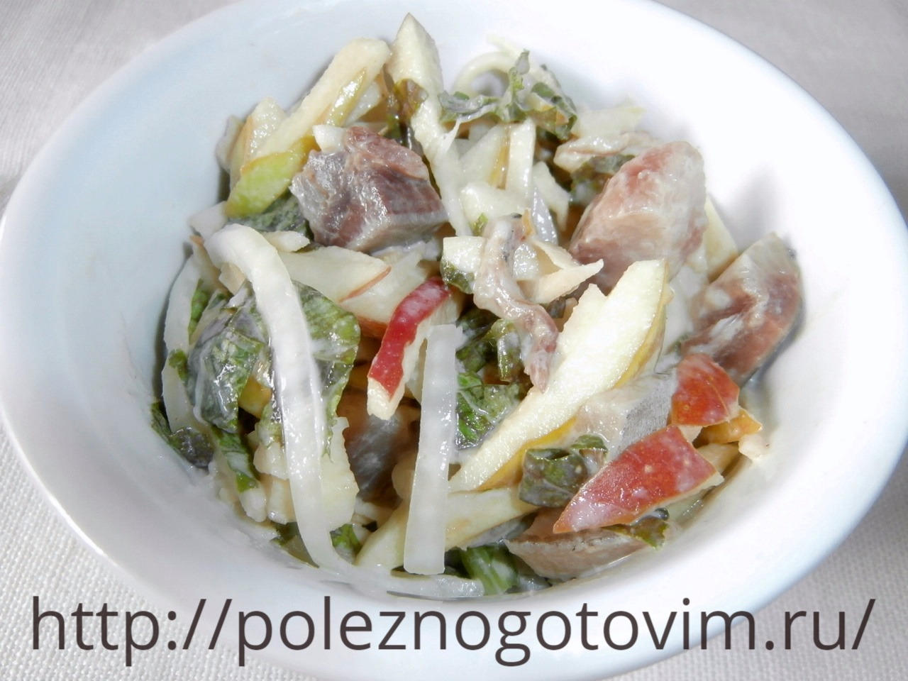 Салат с рукколой ветчиной и грушей