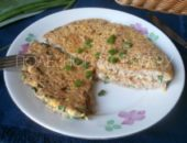 Миниатюра к статье Гречка с яйцом и зеленым луком: быстрая запеканка на сковороде за 5 минут