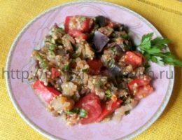 Миниатюра к статье Простой салат с баклажанами и свежими помидорами вместо овощного рагу