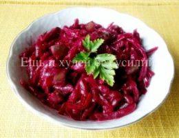 Миниатюра к статье Простенький свекольный салат с маринованными огурцами для зимнего рациона
