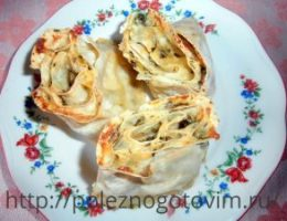 Миниатюра к статье Слоеный пирог из лаваша с творогом и сыром
