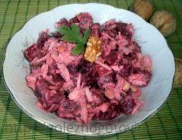 Миниатюра к статье Свекольный салат с курицей и жареными орехами