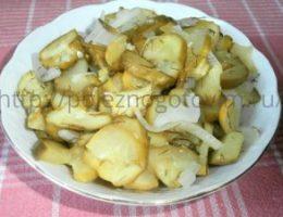 Миниатюра к статье Хрустящий зимний салат из огурцов без стерилизации