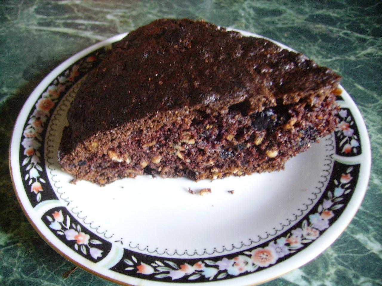 шоколадный пирог с ягодой