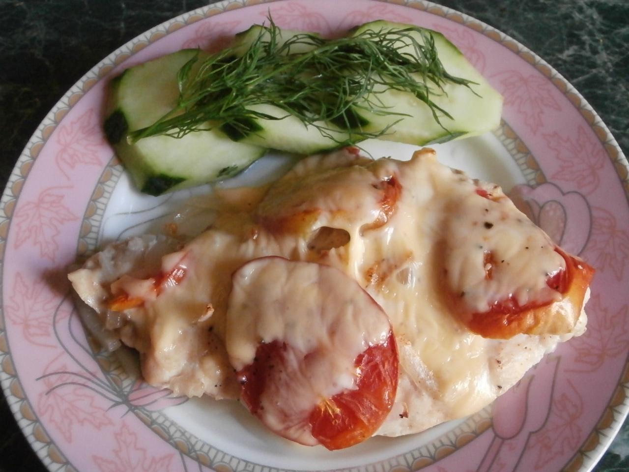 Миниатюра к статье Куриная грудка, запеченная с помидорами и сыром