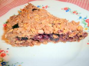 Миниатюра к статье Пирог из песочного теста с ягодой и овсянкой