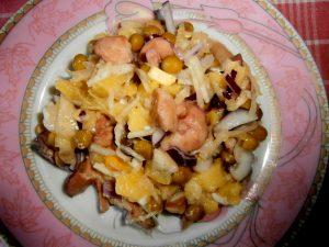 Миниатюра к статье Зимний салат с солеными грибами и картофелем