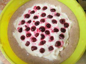 творожный пирог с ягодой