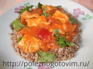 Миниатюра к статье Куриная грудка с овощами в томатном соусе