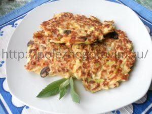 Миниатюра к статье Кабачково-яблочные оладьи – вкусный диетический завтрак!