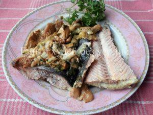 Миниатюра к статье Горбуша, запеченная в сметанно – грибном соусе