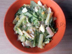 Белковый салат из кальмаров с огурцом и яйцом