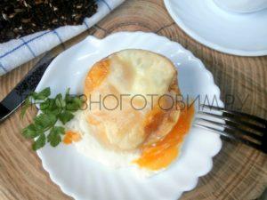 запеченно яйцо в яблоке
