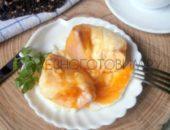 Миниатюра к статье Что приготовить из яиц. Запеченное яйцо… в яблоке под сыром : что-то невероятное!