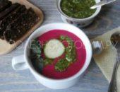 Миниатюра к статье Холодный суп из свеклы с соусом песто: итальянская кухня на русский манер