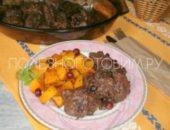 Миниатюра к статье Как вкусно приготовить свинину в духовке: пряная свинина с клюквой. Ммм… вкуснее не бывает :)