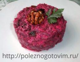 Миниатюра к статье Оригинальный салат из свеклы с грецкими орехами